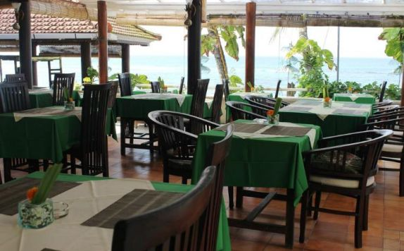 restaurant di Anom Beach Hotel Bar & Restaurant