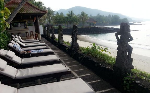 view di Anom Beach Hotel Bar & Restaurant