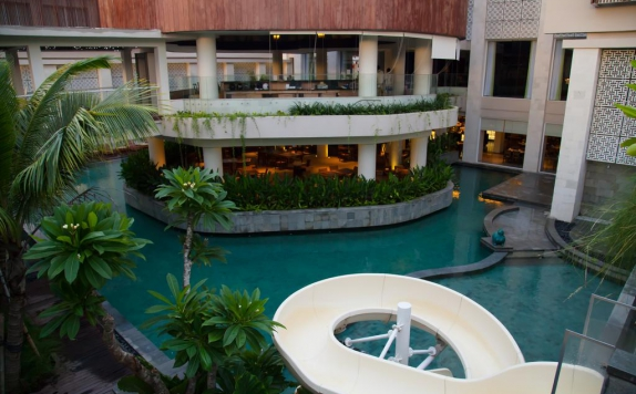 Swimming Pool di Bali Paragon Resort Hotel