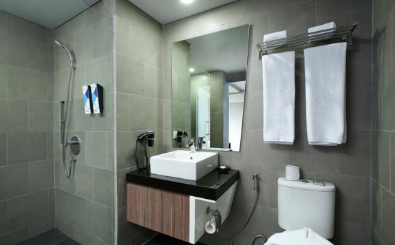 bathroom di Berry Biz Hotel