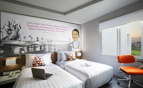 guest room twin bed di Berry Biz Hotel