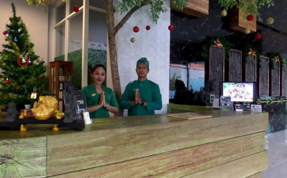 Receptionist di Bukit Daun Hotel and Resort
