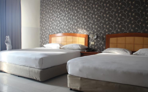 guest room twin bed di Celebes Manado Hotel