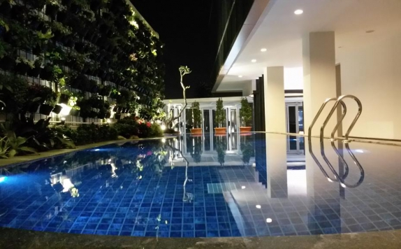 Swimming pool di d Best Hotel Bandung
