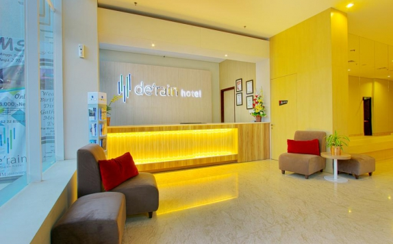 Receptionist di De Rain Hotel Bandung Managed By Dafam