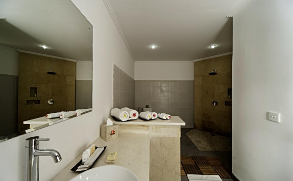 bathroom di Discovery Candidasa Cottages and Villas