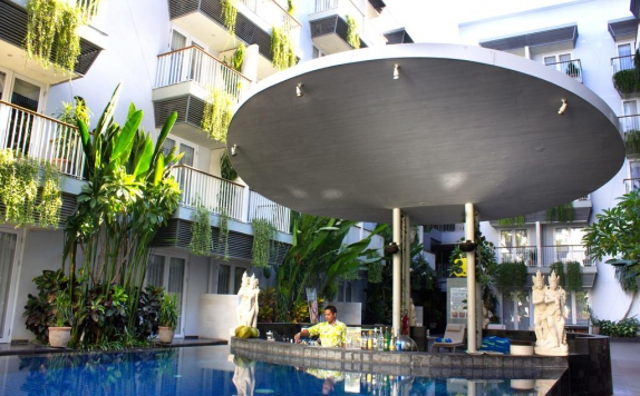 swimming pool di Eden Hotel Kuta Bali