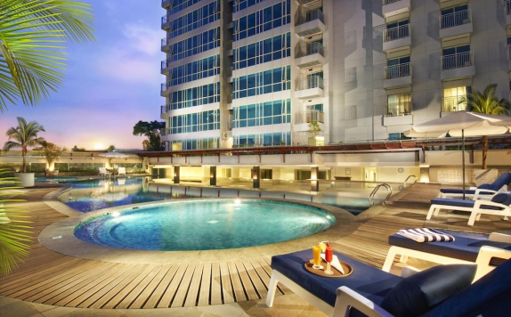 Swimming Pool di eL Royale Hotel Bandung