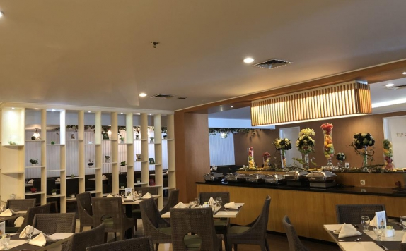 Restaurant di Emerald Garden International