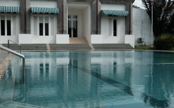 Swimming pool di Emerald Garden International