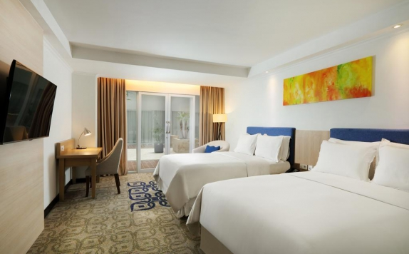 guest room twin bed di Four Points by Sheraton Makassar