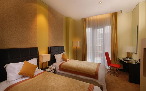 guest room twin bed di Golden Flower Hotel