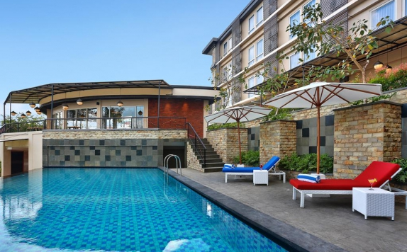 Swimming Pool di Golden Tulip Essential