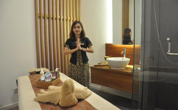 Staff di Golden Tulip Essential Pontianak