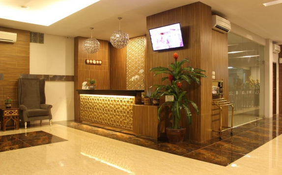 Receptionist di Grand Amira Hotel by Azana