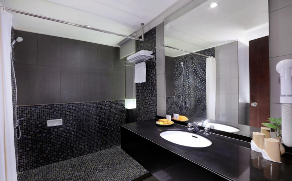 bathroom di Grand Candi Hotel