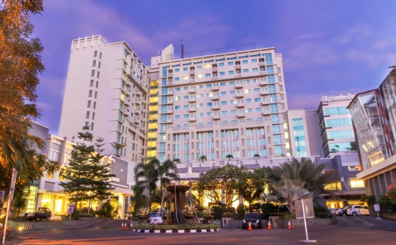 Front view di Grand Clarion Hotel and Convention Makassar