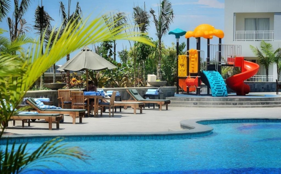 Swimming Pool di Grand Clarion Hotel and Convention Makassar