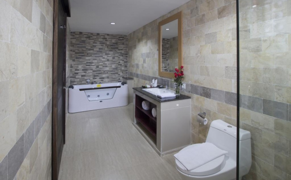 Bathroom di Grand Puri Saron Boutique Yogyakarta