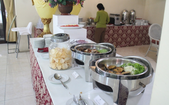 Food and beverages di Grand Rosela