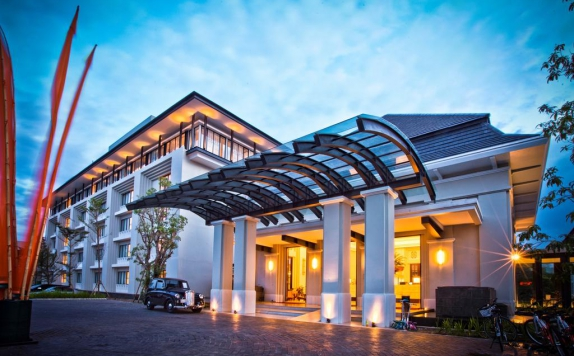 Front view di Harris Hotel and Conventions Malang