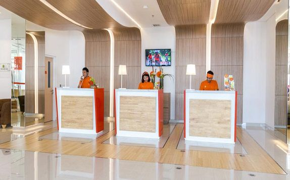 Reception di Harris Hotel and Conventions Denpasar Bali
