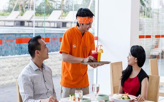 Service Restaurant di Harris Hotel and Conventions Denpasar Bali
