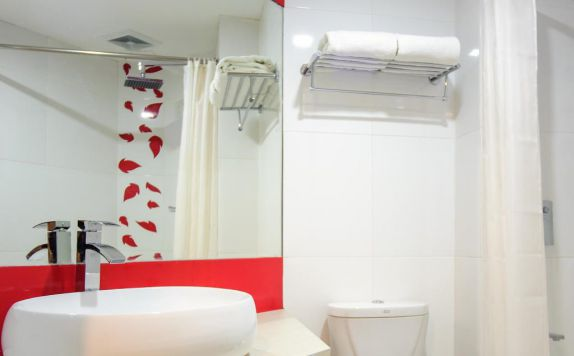 Bathroom di @HOM hotel Kudus