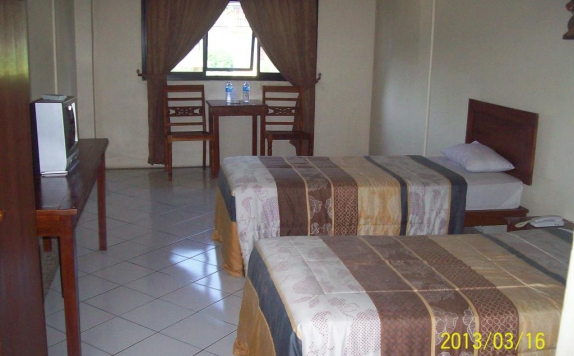 guest room twin bed di Hotel Augusta Bandung
