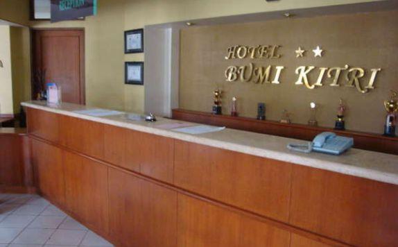 Receptionist Di Hotel Bumi Kitri Pramuka