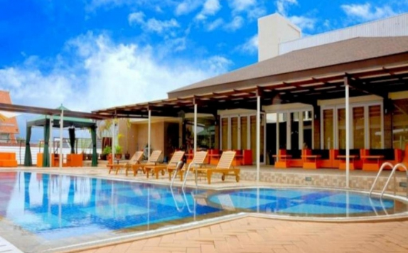 Swimming Pool di Hotel Horison Ultima Makassar