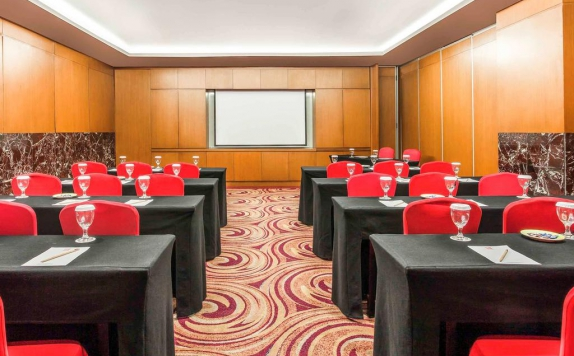 Meeting room di Hotel Ibis Simpanglima