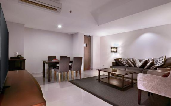 Suite Living Room di Neo Kuta Legian