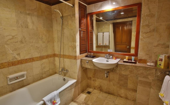 Bathroom di Jayakarta Lombok Beach Resort & Spa