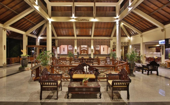 Receptionist di Jayakarta Lombok Beach Resort & Spa
