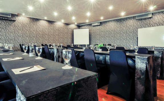 meeting room di J Boutique Hotel