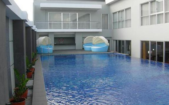 Swimming Pool di Jelita Hotel