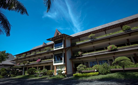 Front view di Kusuma Agrowisata Resort & Convention Hotel