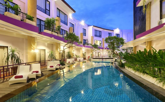 Swimming pool di Kuta Central Park Hotel
