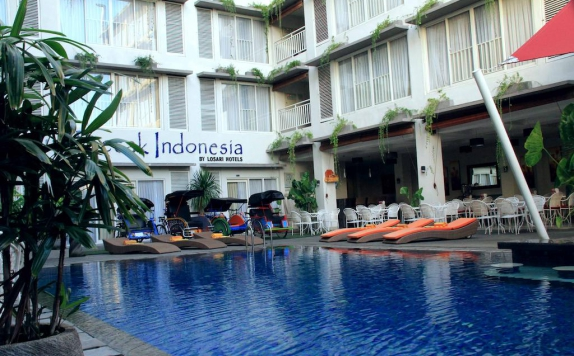 swiming pool di Losari Sunset Hotel