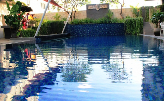 Swimming Pool di Losari Sunset Hotel