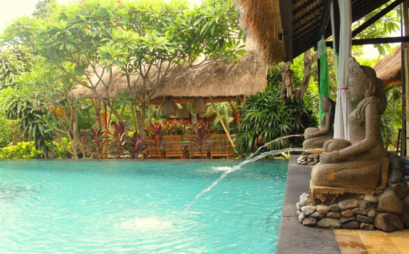 Swimming Pool di Man's Cottages and Spa