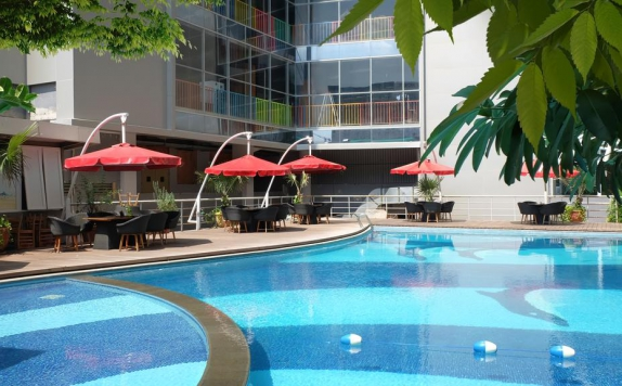 Swimming pool di MG Setos Hotel Semarang