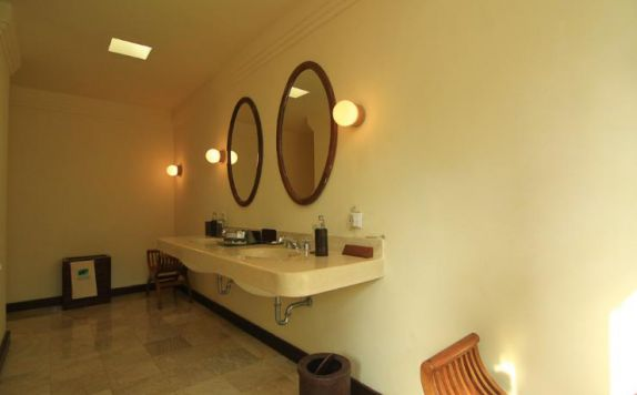 bathroom di Natura Resort & Spa