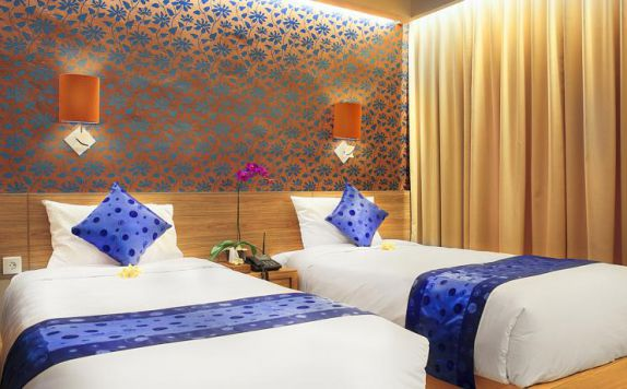 guest room twin bed di Natya Hotel