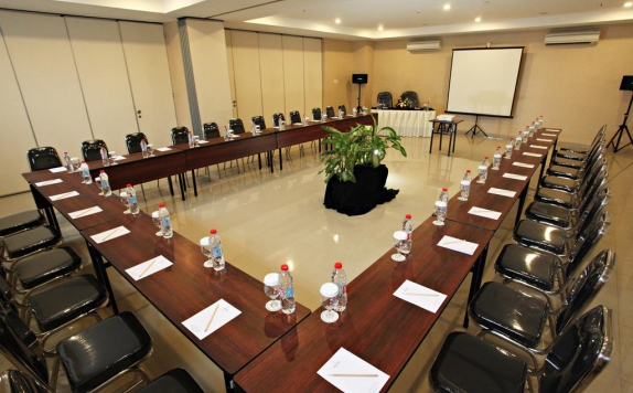 Meeting room di Nite & Day Surabaya Gunung Sari