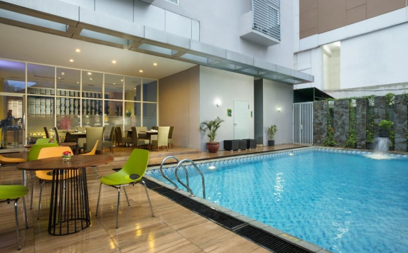 Swimming Pool di Pesonna Hotel Semarang