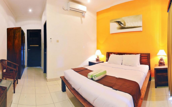 Tampilan Bedroom Hotel di Premier Surf Camp