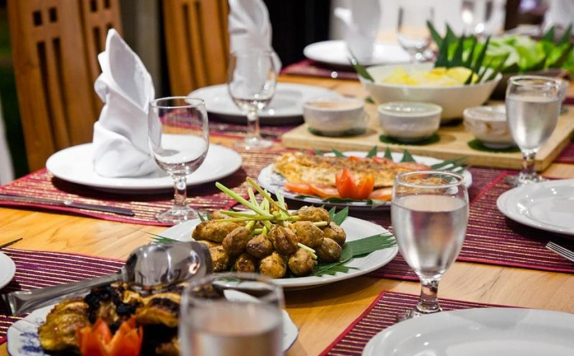 Food and Beverages di Puri Tirta Villas