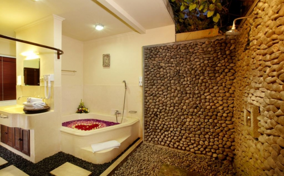 bathroom di Putu Bali Villa And Spa